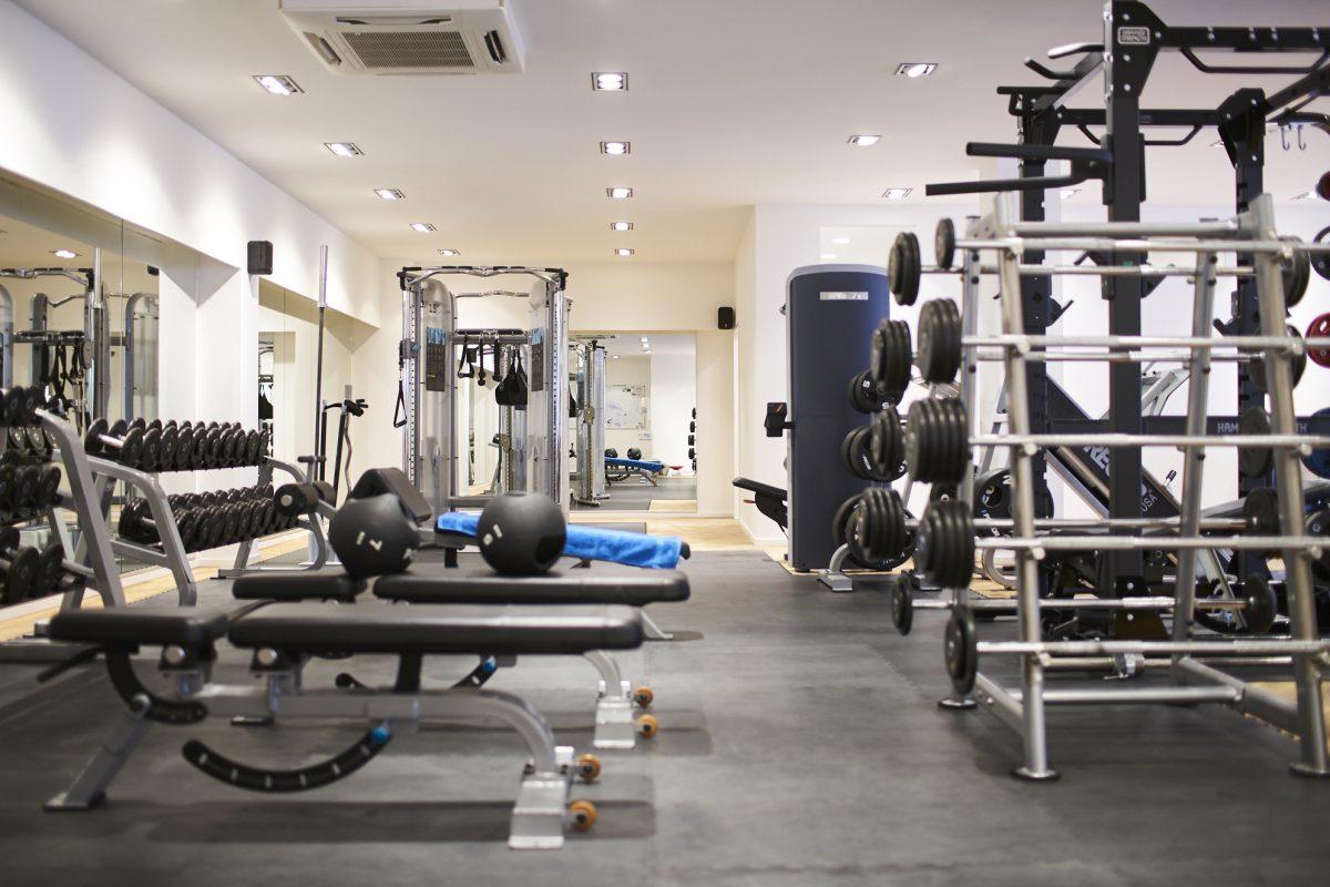 Elite Sport Club Fitnessstudio Freihantelbereich